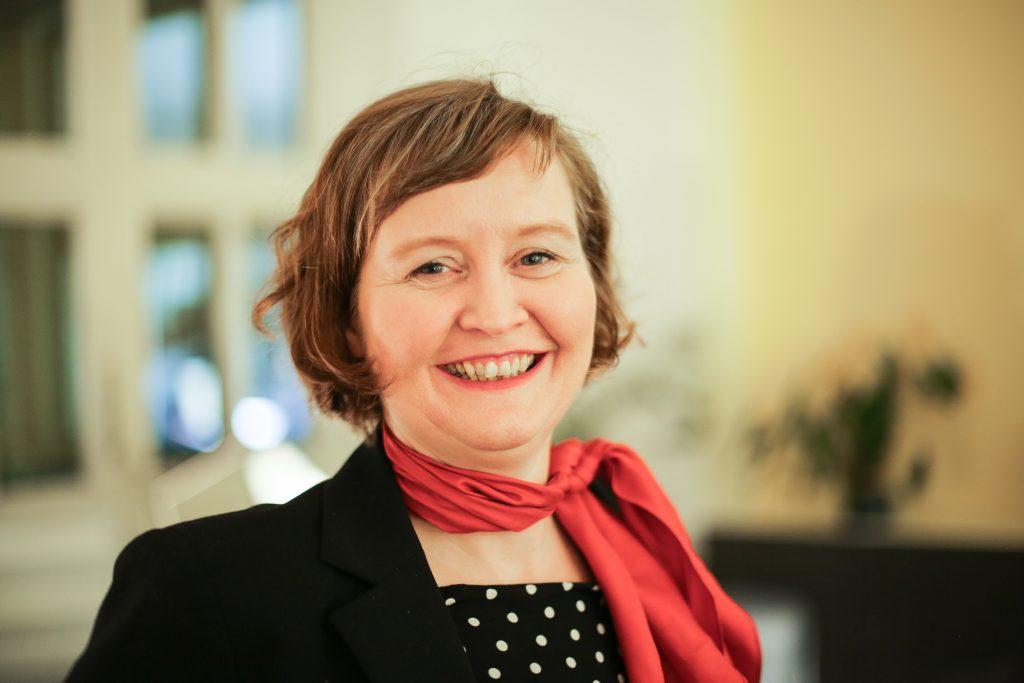 Christina Denz ist Gründerin von Polygonar.de. Sie ist Trainerin für Medien und Kommunikation und gibt Seminare zur Verbesserung Deiner Textqualifikation